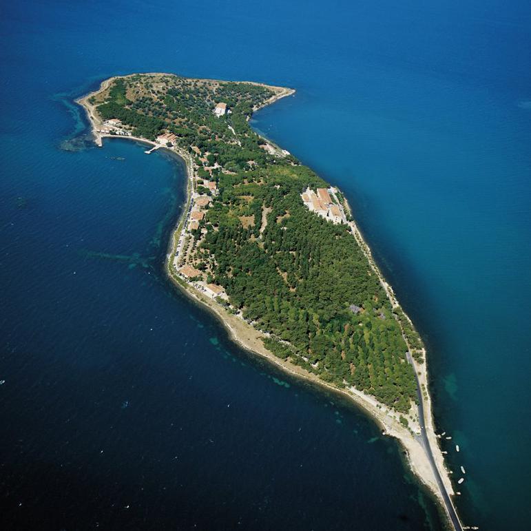 urla karantina adası tepeden görünüm