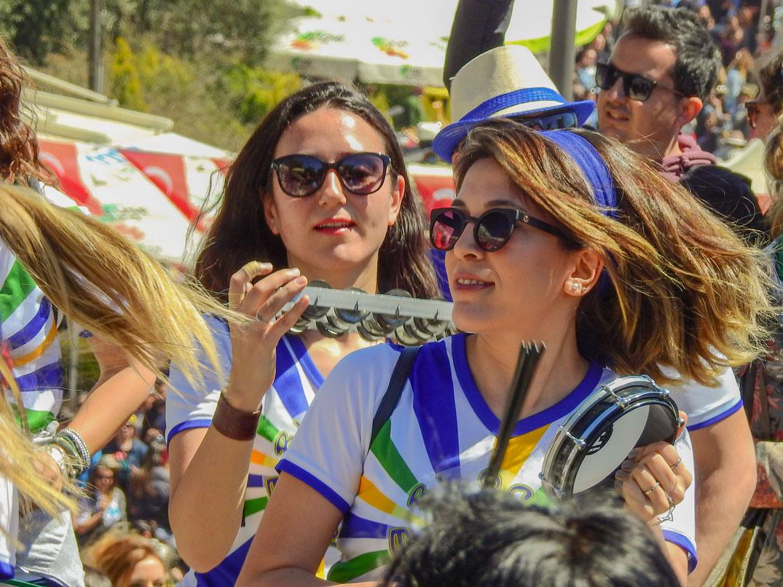 Alaçatı Fotoğrafları Sokaları ve Alaçatı Ot Festivali İzmir Türkiye Çekergezer Hakan Aydın www.cekergezer.com www.cekergezer.com