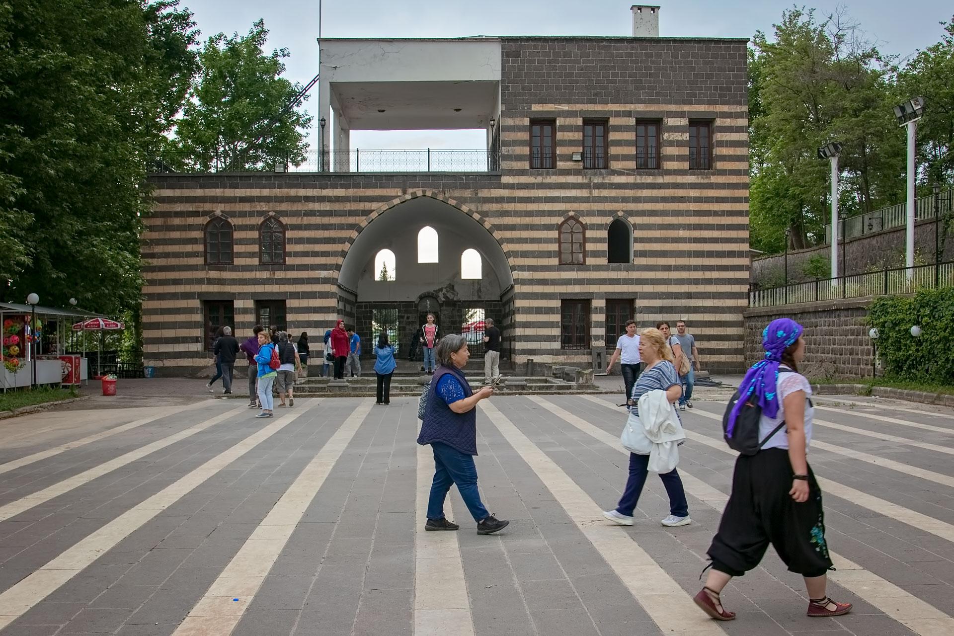 Diyarbakır Fotoğrafları Türkiye Gezgin Fotoğrafçı Çekergezer Hakan Aydın Fotoğrafları www.cekergezer.com www.cekergezer.com