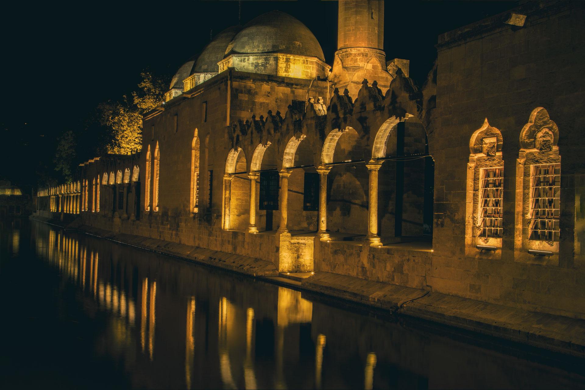 Balıklıgöl Fotoğrafları Balıklı Göl Şanlıurfa Türkiye Gezgin Fotoğrafçı Çekergezer Hakan Aydın www.cekergezer.com www.cekergezer.com