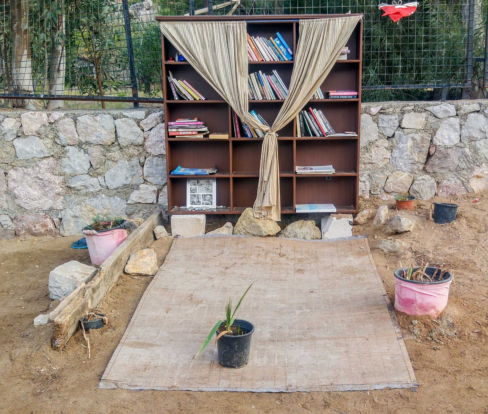 Salih Yazgan Kütüphanesi Sığ Liman Akkum Koyu Selimiye Marmaris