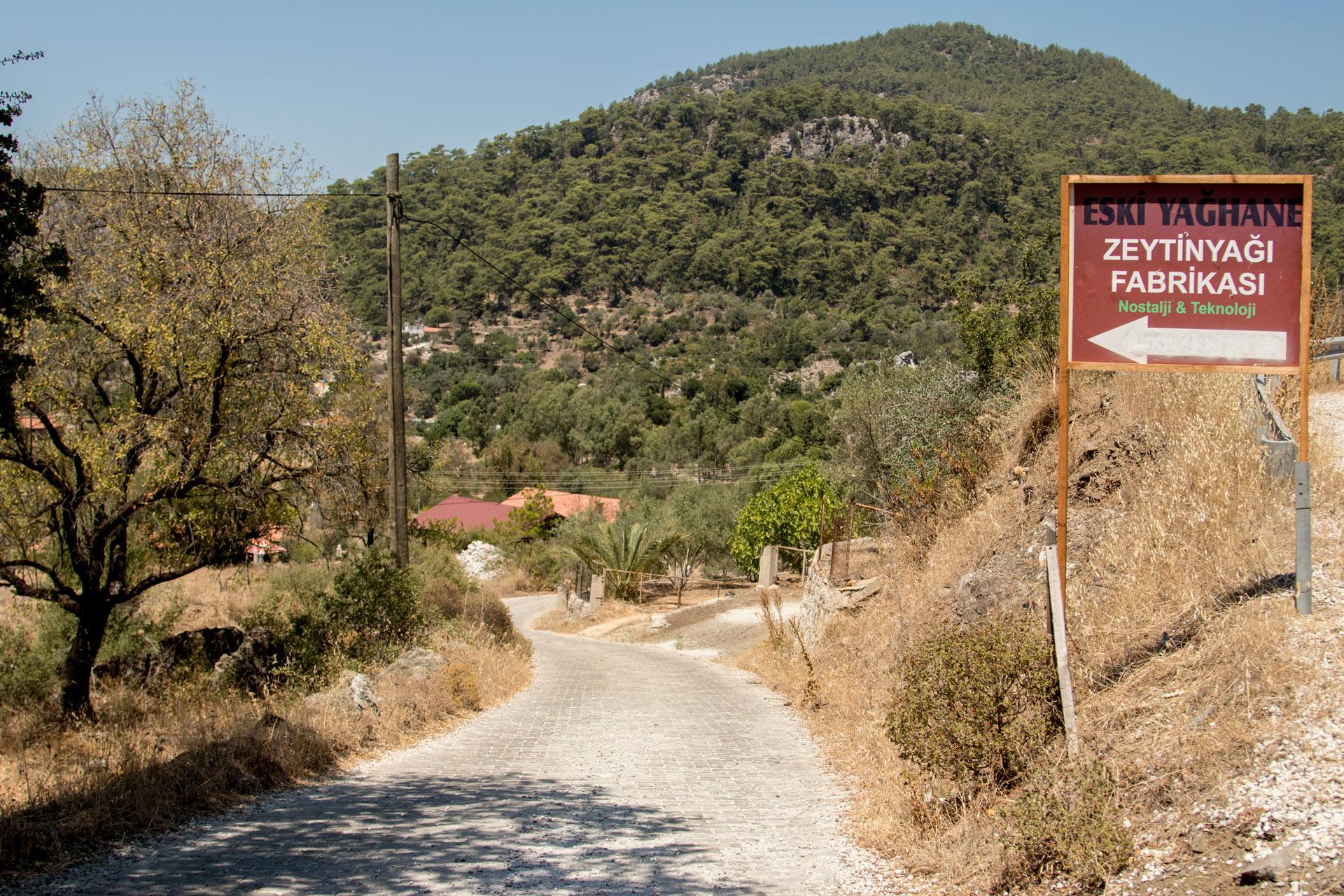 Bayır Köyü Eski Yağhane tabelası Marmaris Muğla Türkiye Çekergezer Hakan Aydın Fotoğrafları Gezgin Fotoğrafçı