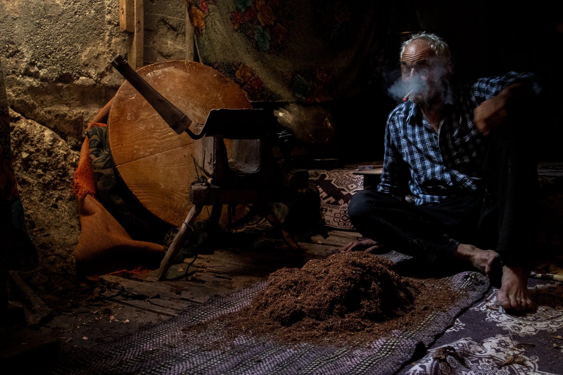 Tütün sarma Bağsaray Köyü Burdur Çekergezer Hakan Aydın Fotoğrafları Gezgin Fotoğrafçı www.cekergezer.com