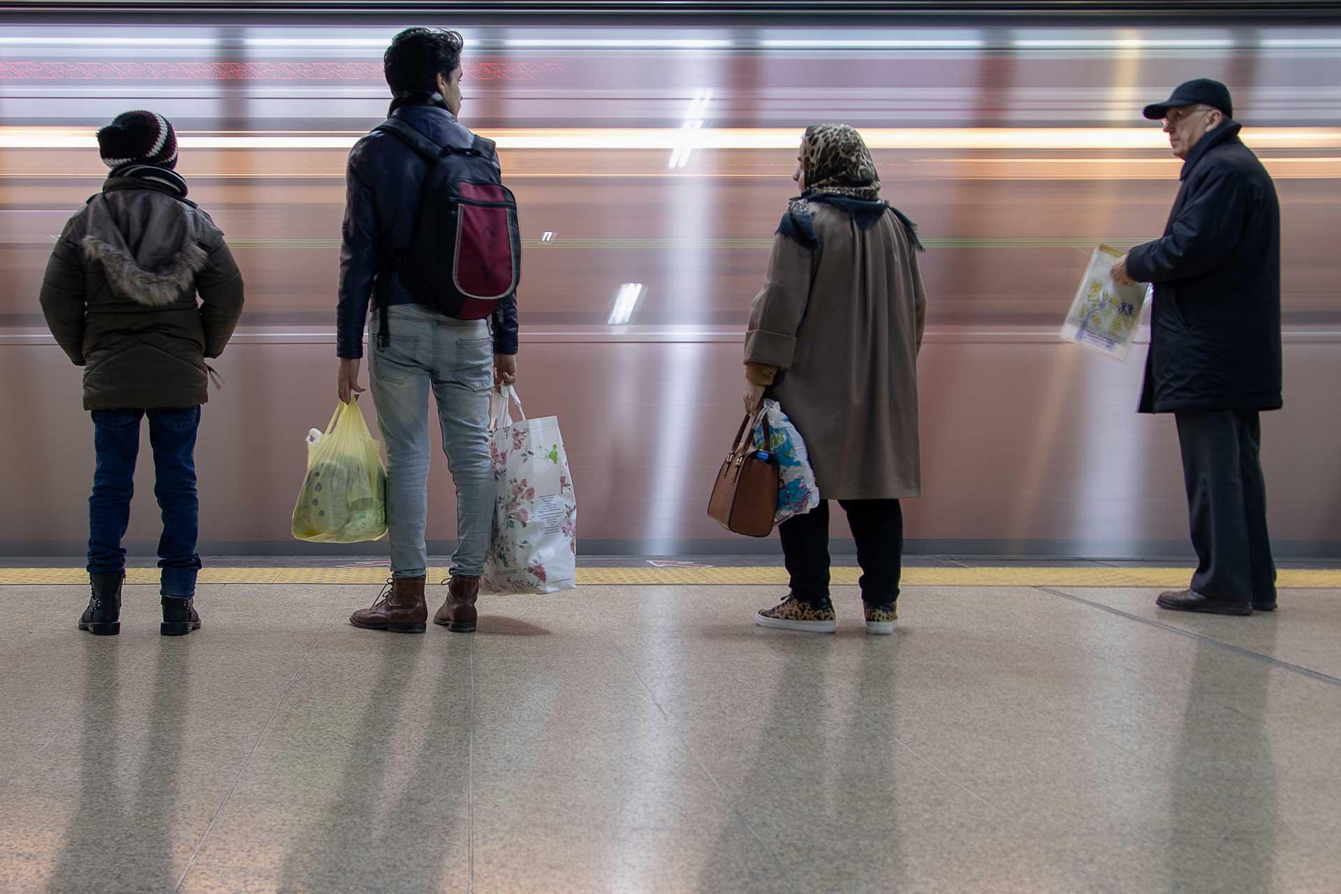 Ankara Batıkent Metrosu Ankara Fotoğrafları Ankara Sokaklarından Resimler Gezgin Fotoğrafçı Çekergezer Hakan Aydın Ankara Fotoğrafları
