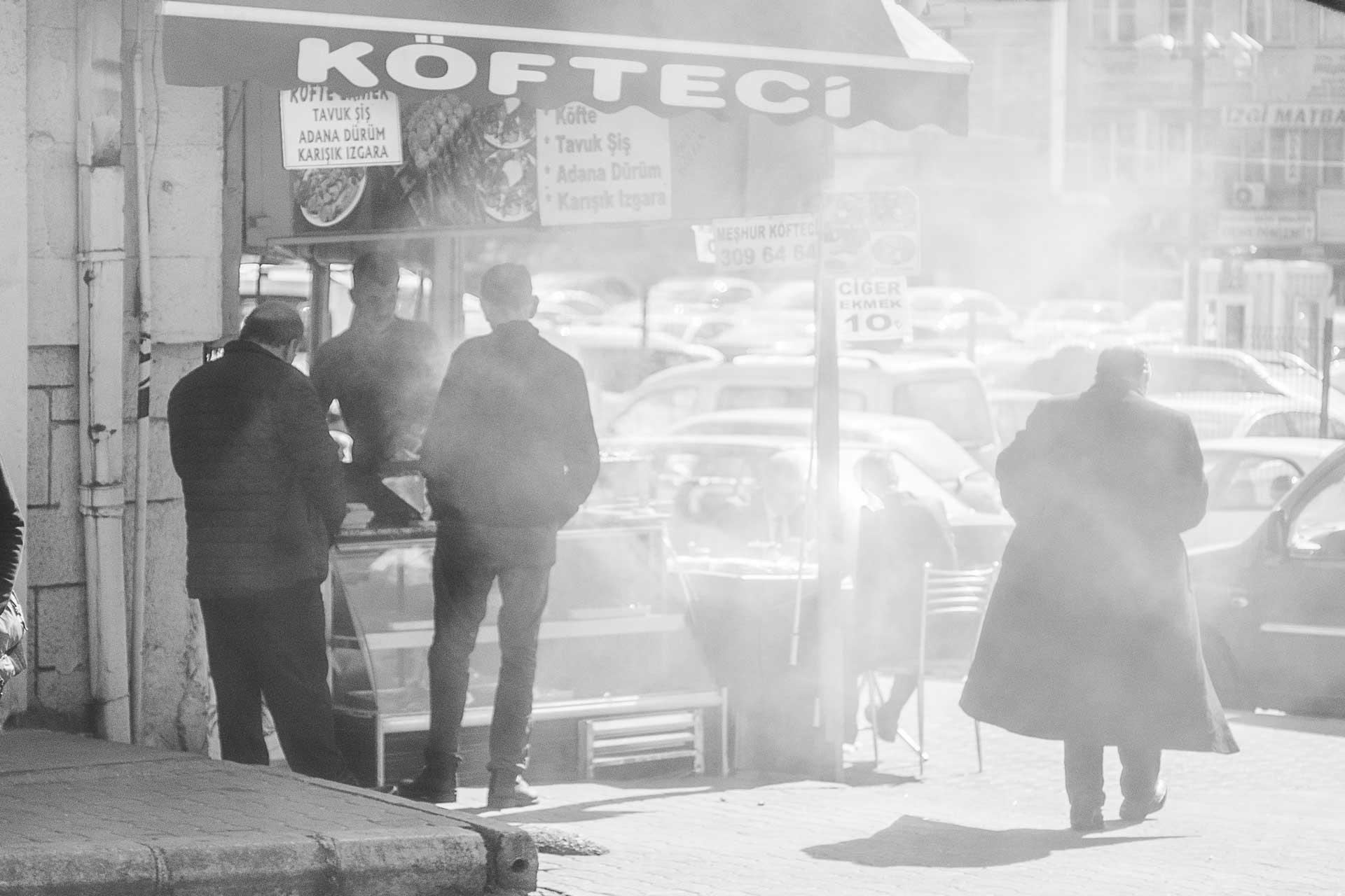 Köfteci Ankara Batıkent Metrosu Ankara Fotoğrafları Ankara Sokaklarından Resimler Gezgin Fotoğrafçı Çekergezer Hakan Aydın Ankara Fotoğrafları