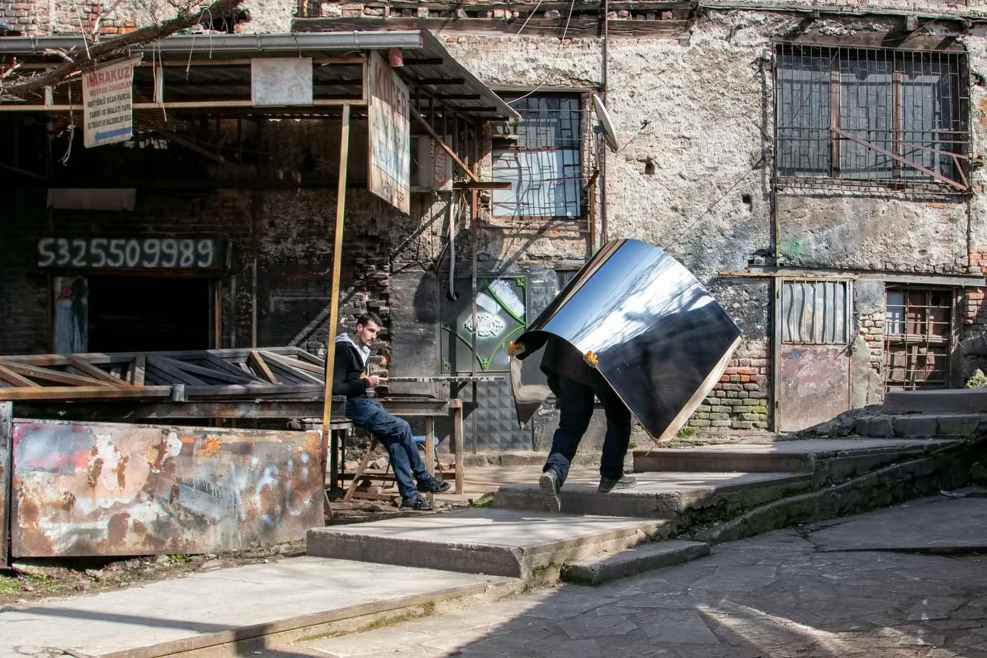 Yansıyan Profil Taşıyan Demirci Ankara Fotoğrafları Ankara Sokakları Ankara Resimler Gezgin Fotoğrafçı Çekergezer Hakan Aydın