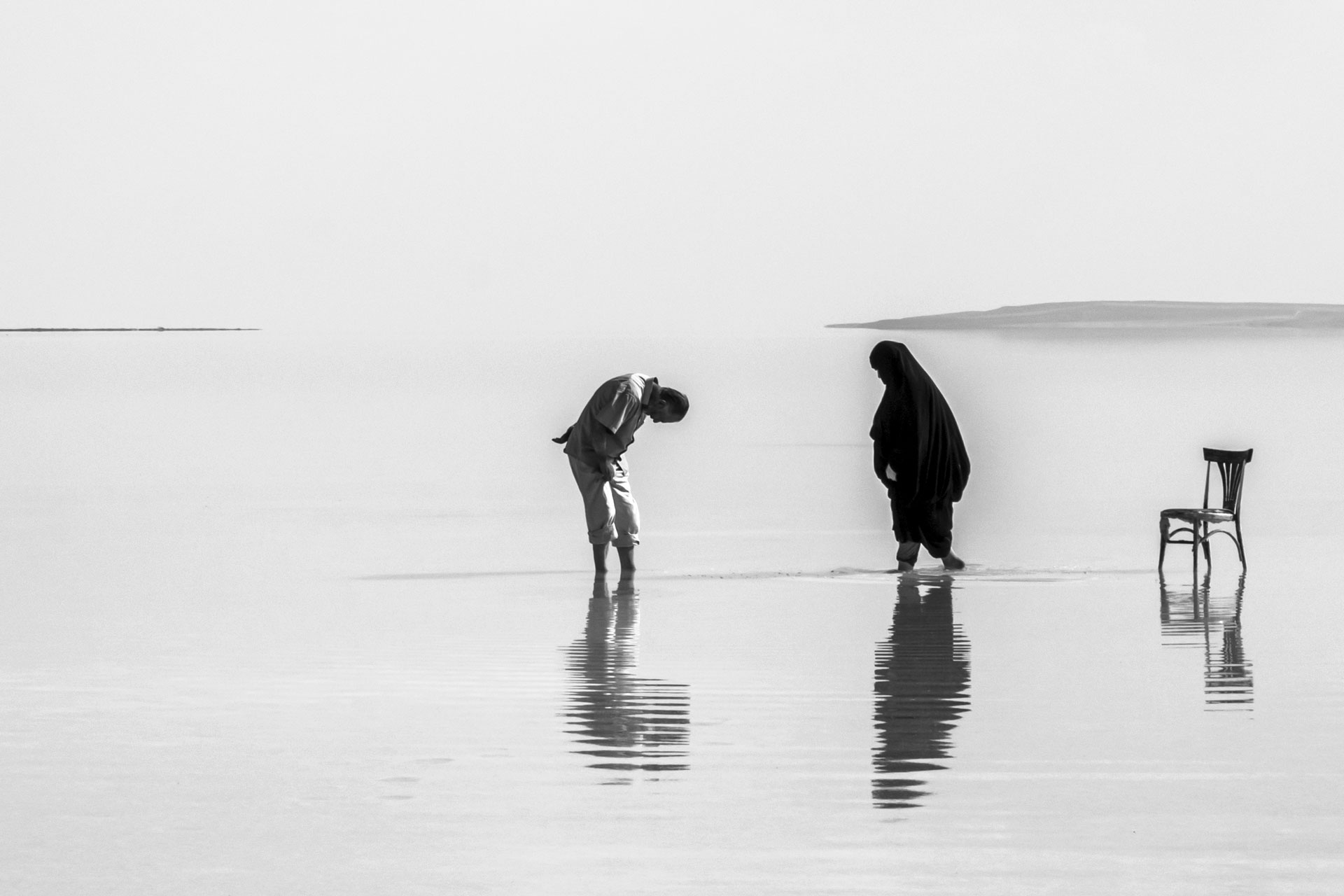 Tuz Gölü Fotoğrafları Tuz gölü resimleri amca ve türbanlı kadın Çekergezer Hakan Aydın Fotoğrafları Tuz Gölü görselleri