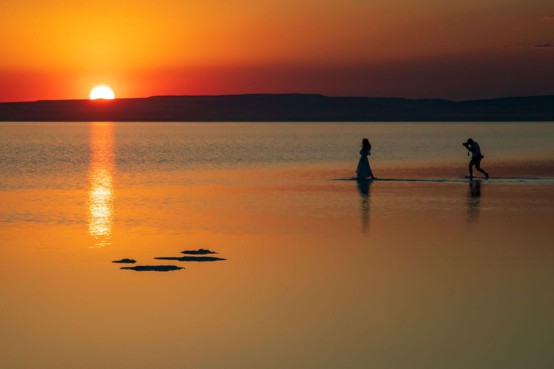 Tuz Gölü Fotoğrafları Tuz gölü resimleri Sunset Gün batımı kaçan gelin ve kovalayan fotoğrafçı Çekergezer Hakan Aydın Fotoğrafları Tuz Gölü görselleri