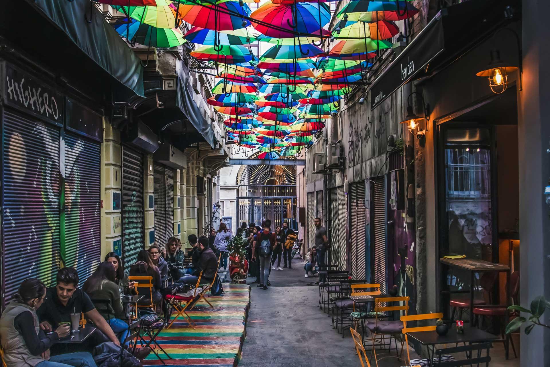 Karaköy insanlar ve Model fotoğrafları  İstanbul Fotoğrafları Çekergezer Hakan Aydın Fotoğrafları www.cekergezer.com
