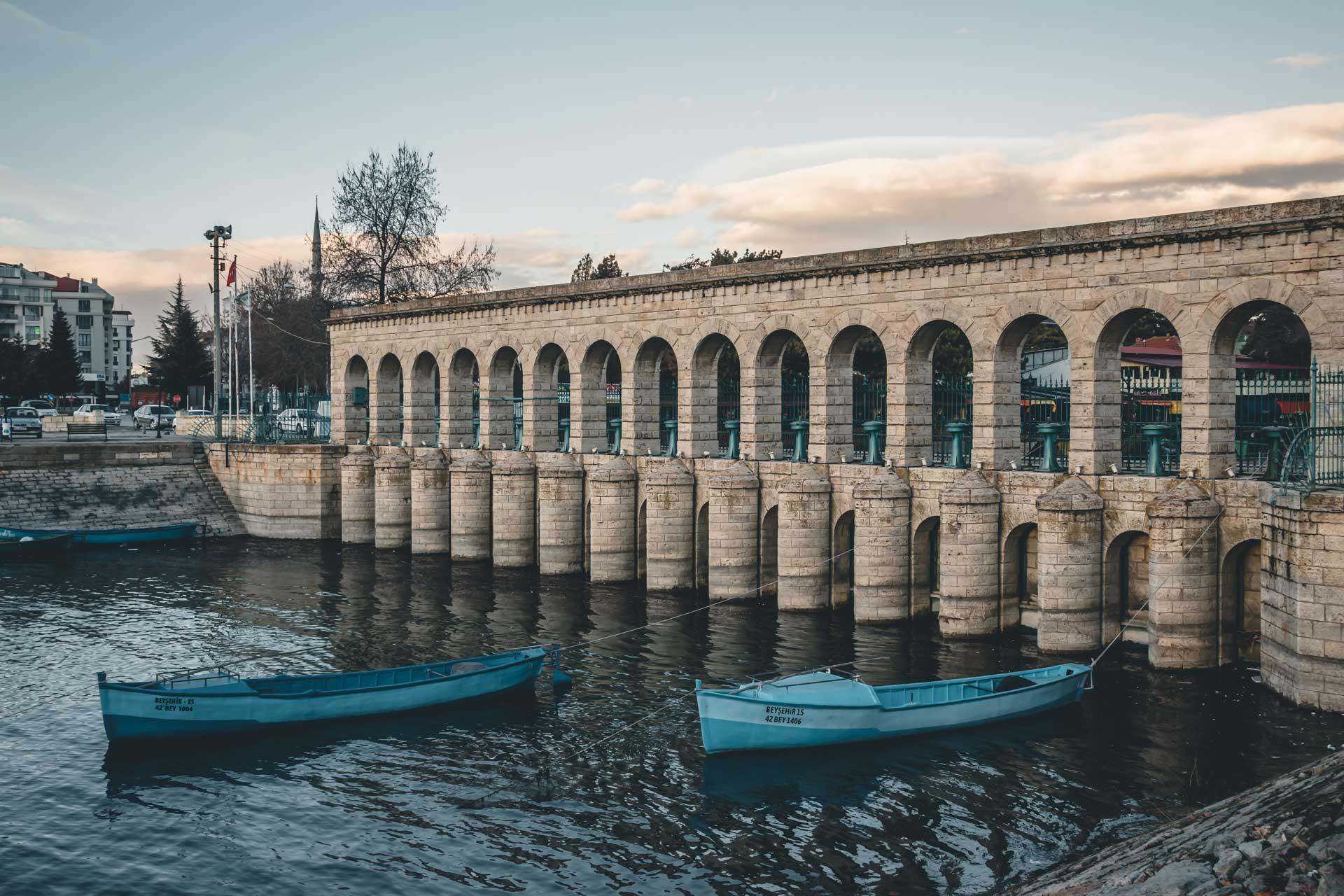 Beyşehir Fotoğrafları Taşköprü ve Tekneler Çekergezer Hakan Aydın Fotoğrafları