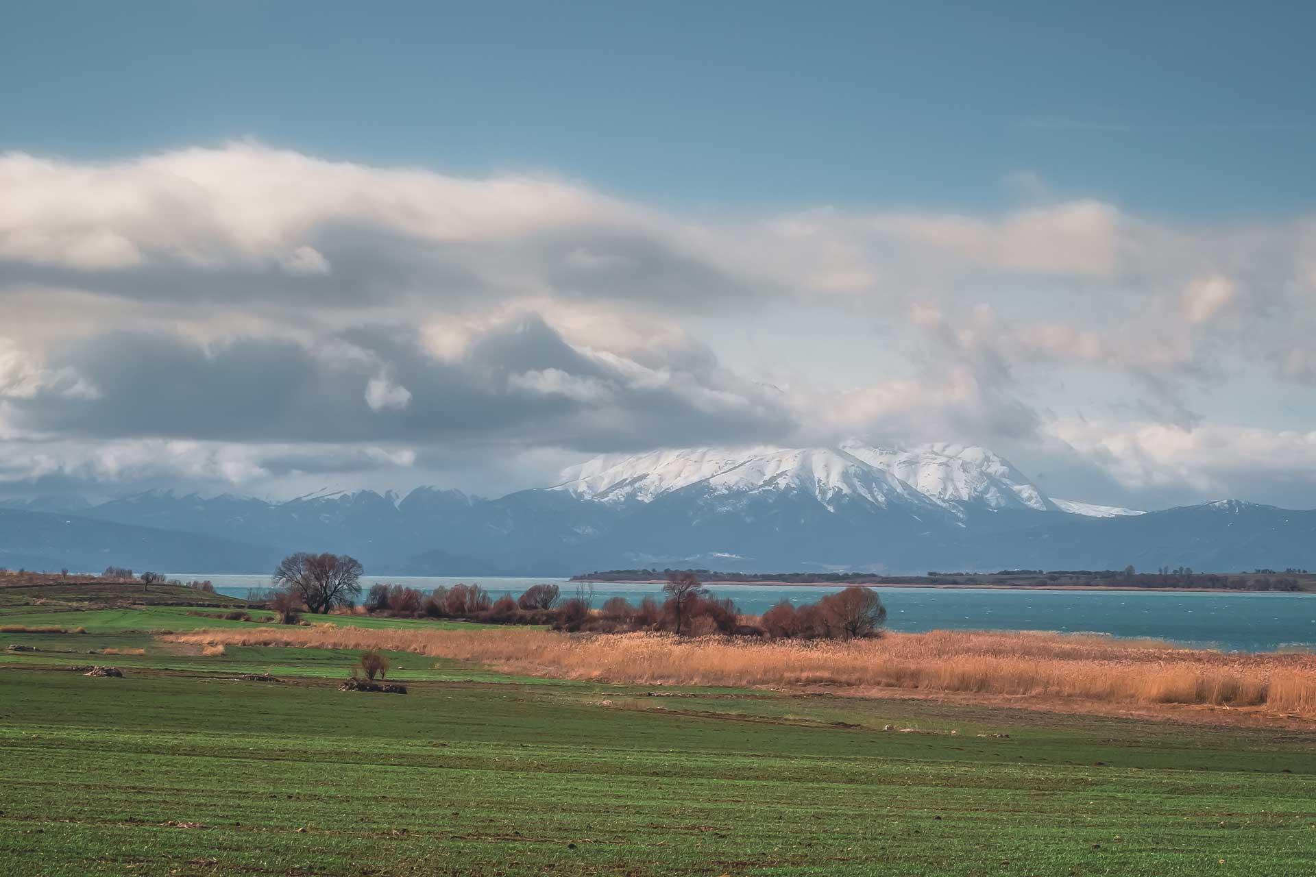 Beyşehir Gölü Fotoğrafları karlar dağ yeşillik Çekergezer Hakan Aydın Fotoğrafları